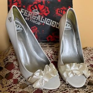 FERGALICIOUS WHITE HIGH HELLS WITH RIBBON